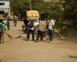 Volunteering-Slum cleaning